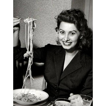 Laminated Poster Sophia Loren Eating Spaghetti Art Italian Food Hollywood S Artwork Poster Print 24 x 36 (Prints Posters Art Artwork)