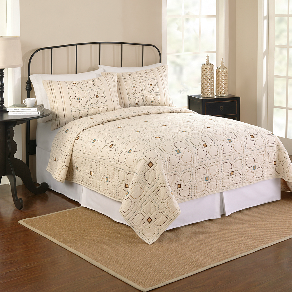 Click here to buy Better Homes & Gardens Orion Twin Quilt, Off-White by Wal-Mart Stores, Inc..