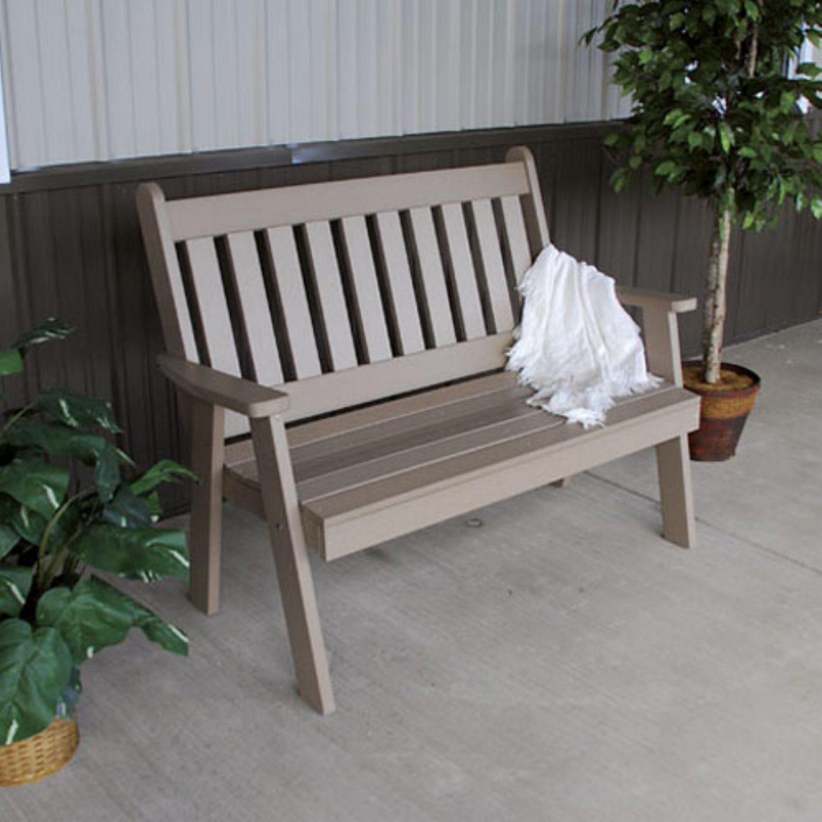 A & L Furniture Recycled Plastic 4 ft. Traditional English Bench