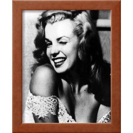 Marilyn Monroe Framed Print Wall Art By Globe Photos LLC - Walmart.com