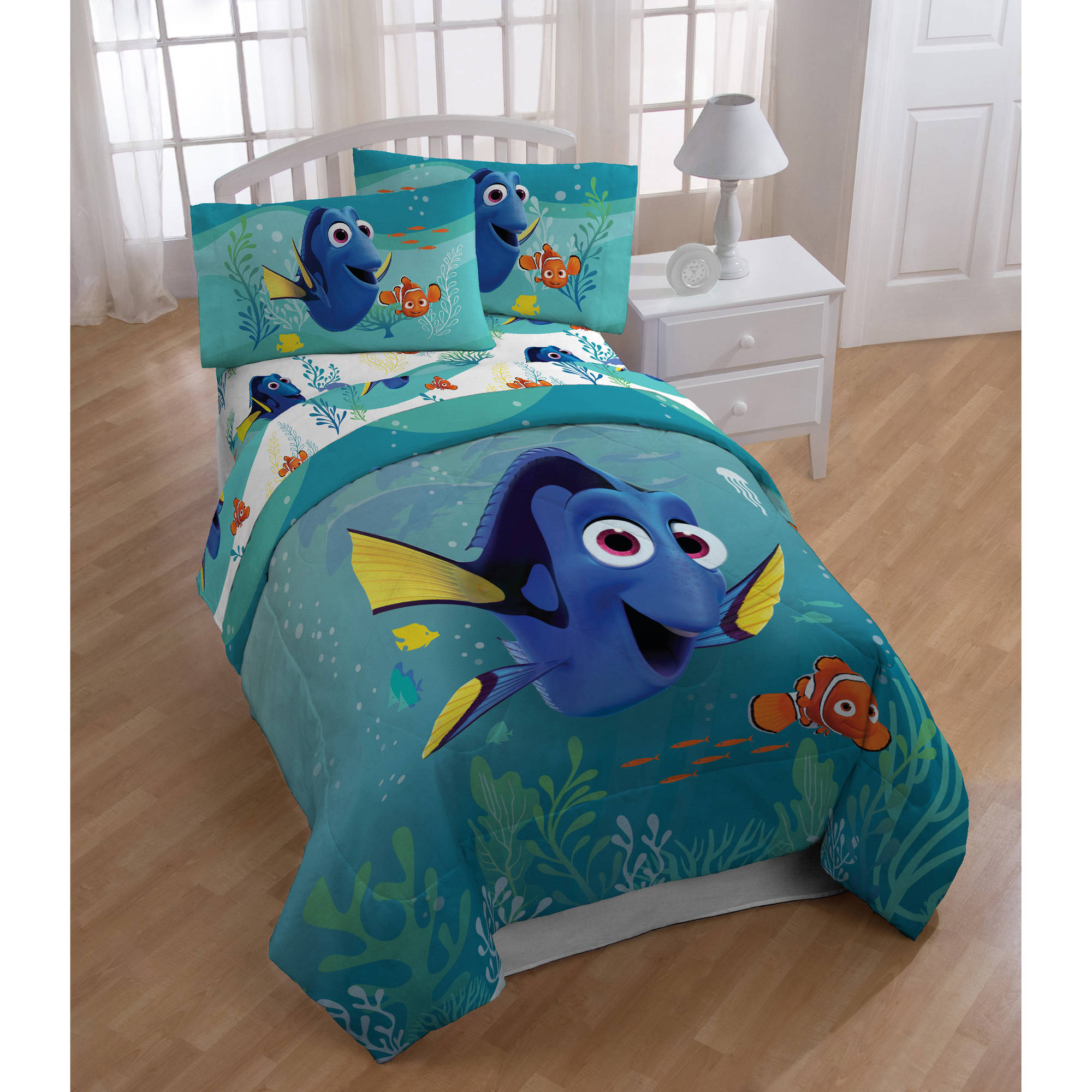 "Disney Finding Dory ""Stingray Friends"" Twin Comforter"