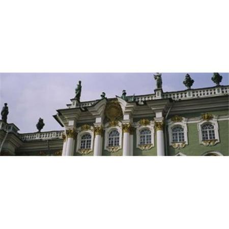 Images panoramiques PPI104487L Faible angle de vue d'une copie d'affiche Palais Palais d'Hiver Mus-e de l'Ermitage de Saint-P-tersbourg en Russie par images panoramiques - 36 x 12 - image 1 de 1