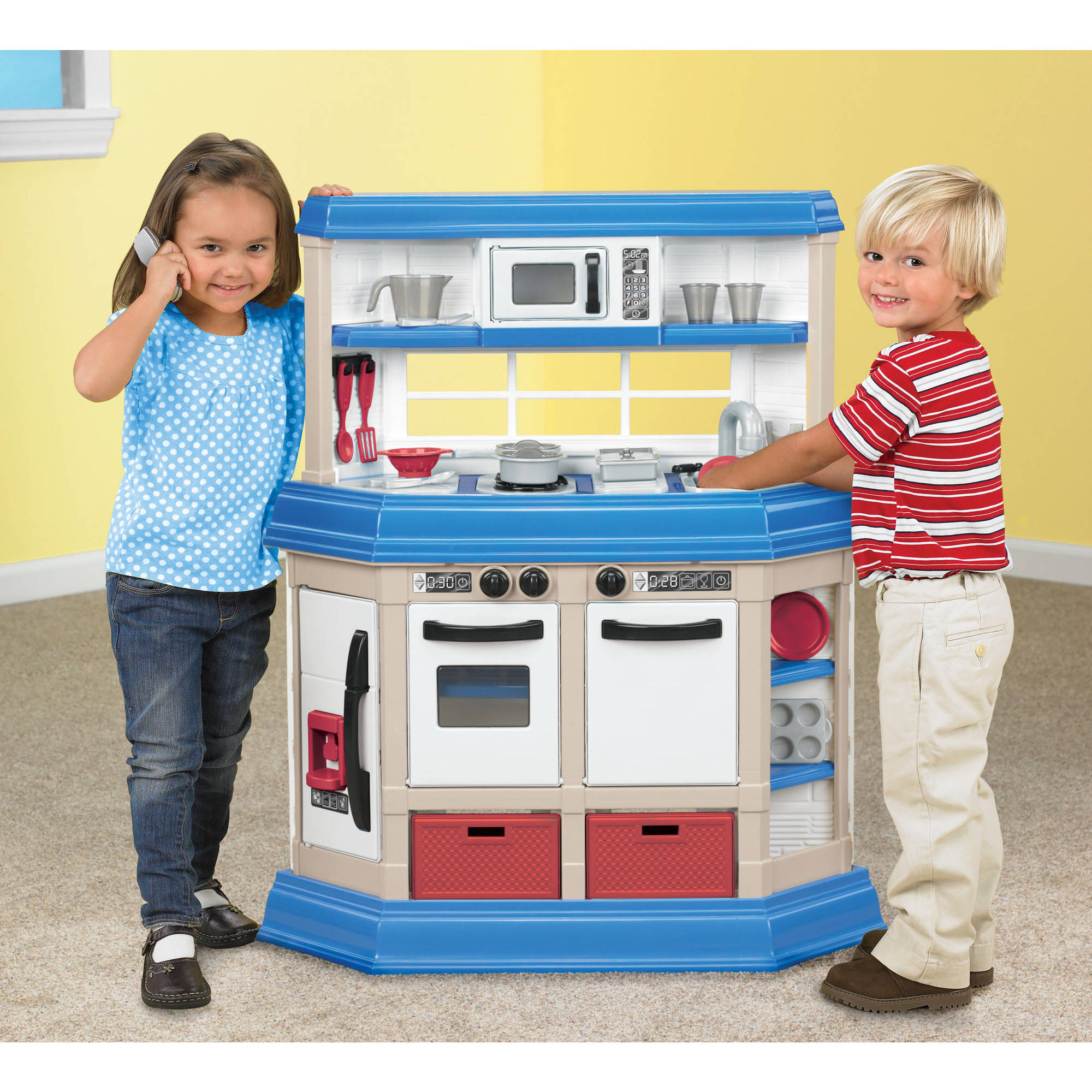 American Plastic Toys Cookinu0027 Kitchen With 22 Accessories