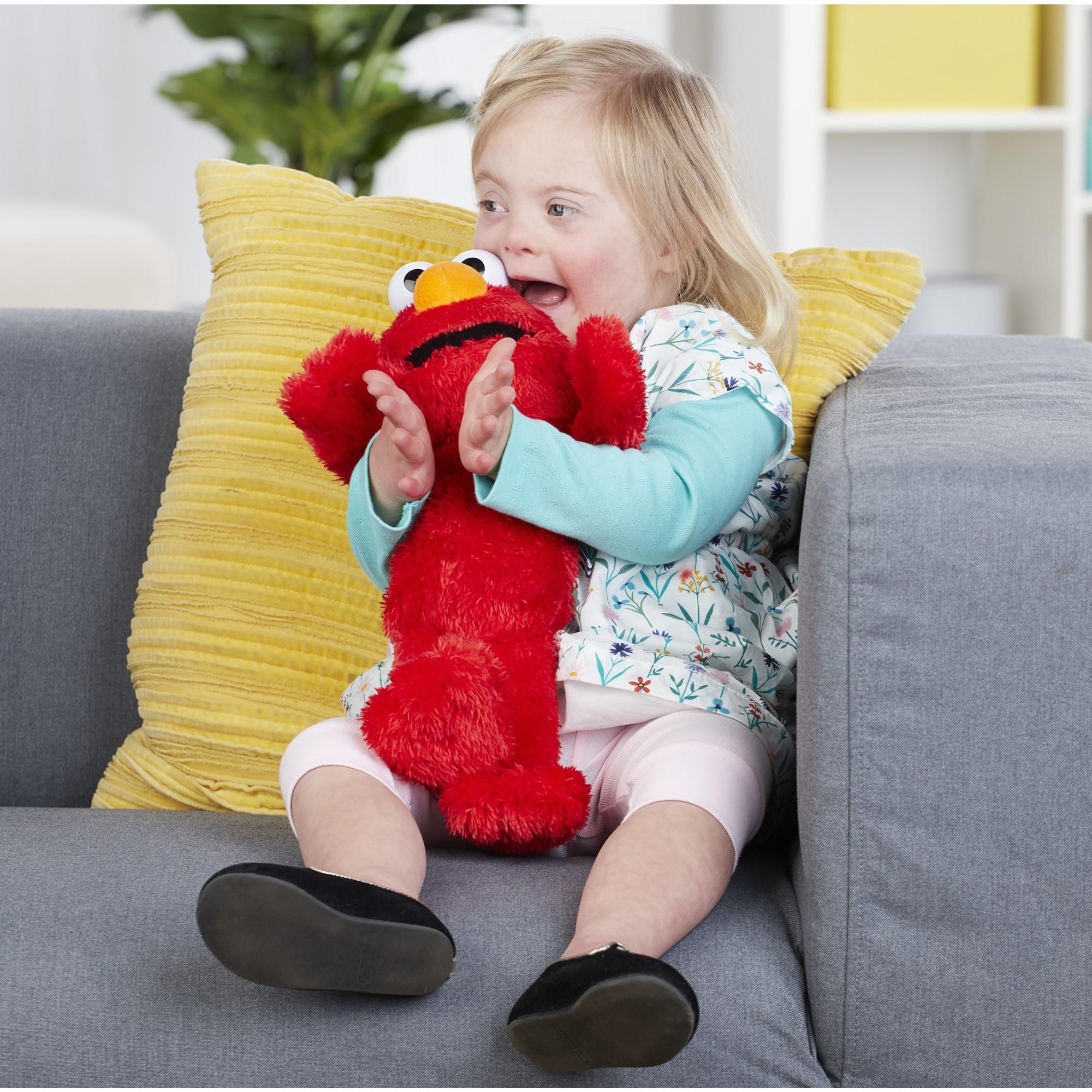 "Sesame Street Love to Hug Elmo Talking Singing Hugging 14/"" Plush Toy Christmas"