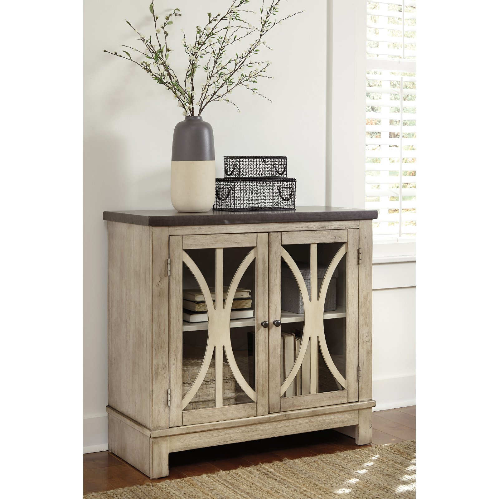Signature Design by Ashley Vennilux Decorative Chest