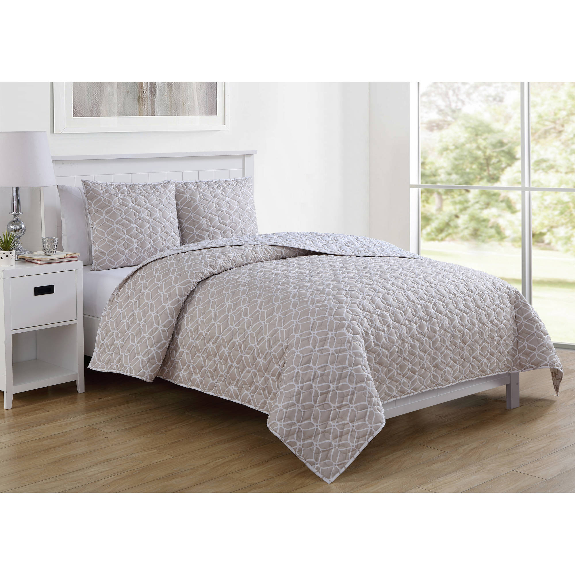 VCNY Home Taupe Gwen Geometric Printed 2/3 Piece Bedding Quilt Set, Shams Included