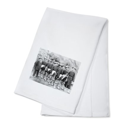 Hub-and-Hub Champion Chinese Hose Running Team in Deadwood Photograph (100% Cotton Kitchen Towel) ()