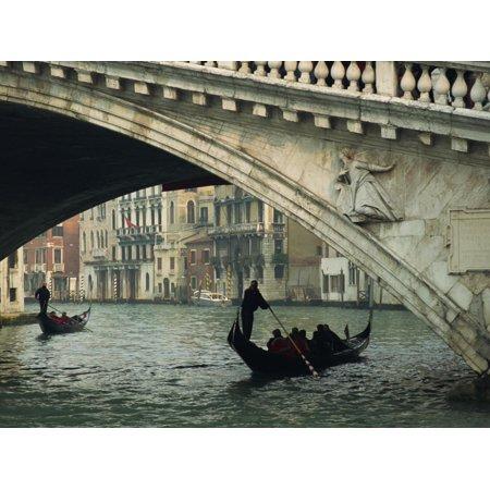 Gondola under the Rialto Bridge on the Grand Canal in Venice, Veneto, Italy Print Wall Art By Rainford