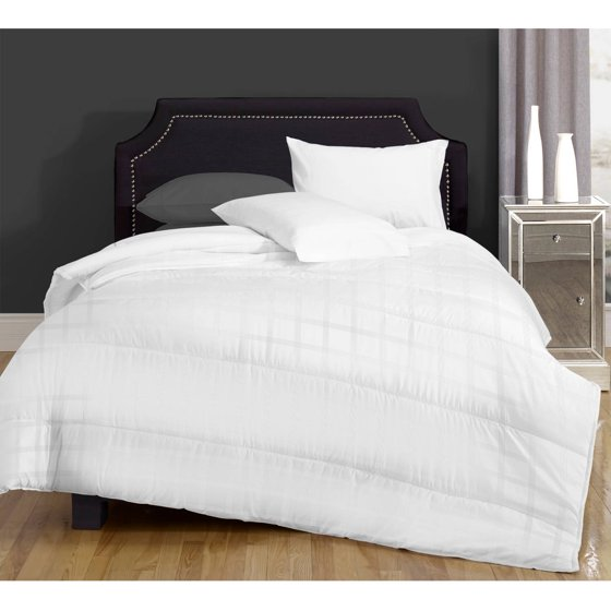 canada 39 s best down alternative comforter multiple warmth levels. Black Bedroom Furniture Sets. Home Design Ideas
