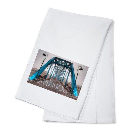 Chattanooga, Tennessee - Walnut Street Bridge in the Fog - Lantern Press Photography (100% Cotton Kitchen Towel)