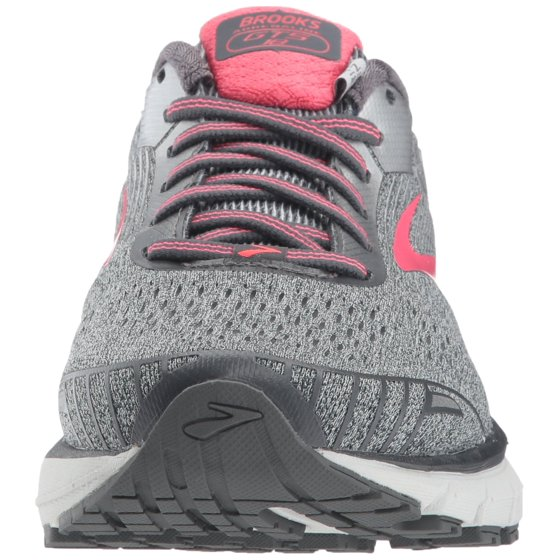 sports shoes f3ede 8be53 ... Fabric lining with a removable cushioned footbed for added comfort