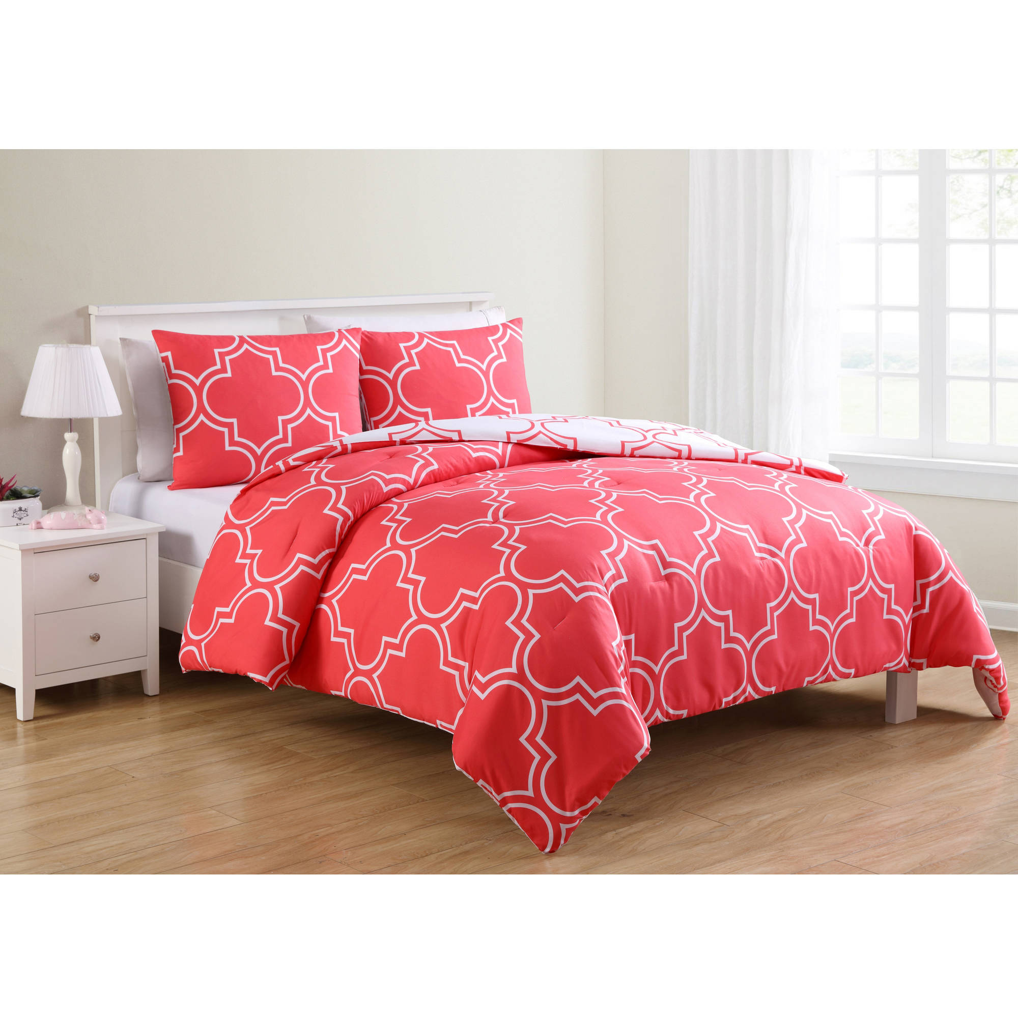 VCNY Home Coral Gia Quatrefoil Printed 2/3 Piece Reversible Bedding Comforter Set, Shams Included