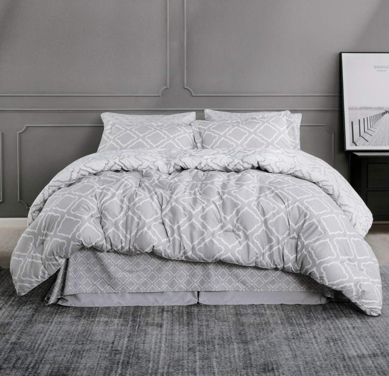 8 Pieces Bed In A Bag Queen Size Gray All Season Quatrefoil Pattern Bed Comforter Set 1 Comforter 2 Pillow Shams 1 Flat Sheet 1 Fitted Sheet 1 Bed Skirt 2 Pillowcases Walmart Com Walmart Com