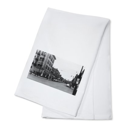 Lewiston  Idaho   City Street Scene  Lewis Clark Hotel In Distance  100  Cotton Kitchen Towel