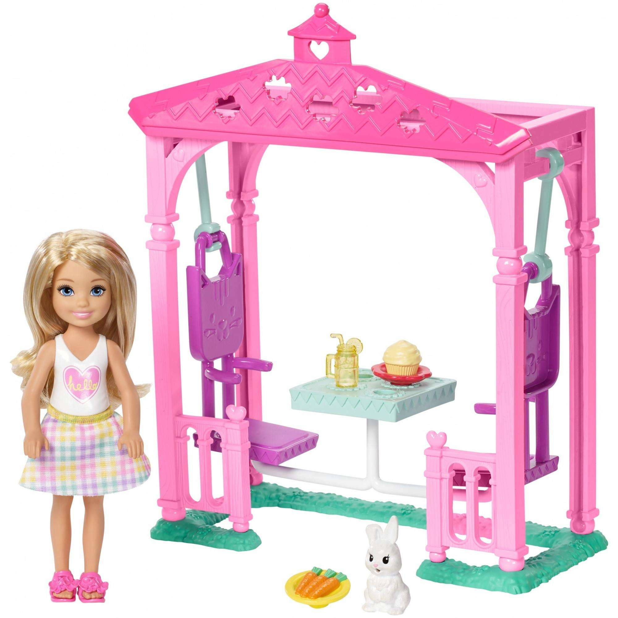 Barbie Club Chelsea Doll and Pet Figure Picnic Playset