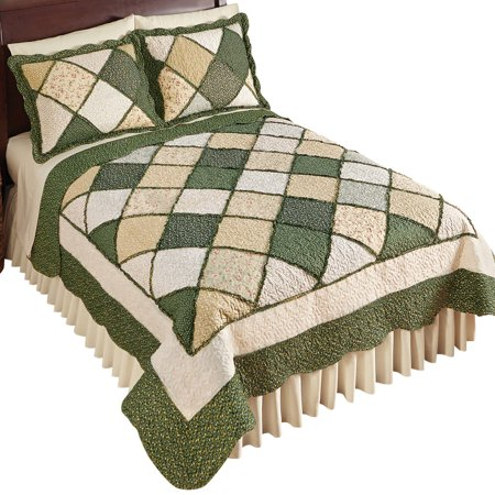 Claire Diamond Patchwork Reversible Quilt with Fabric Trim Bordered Patches ()