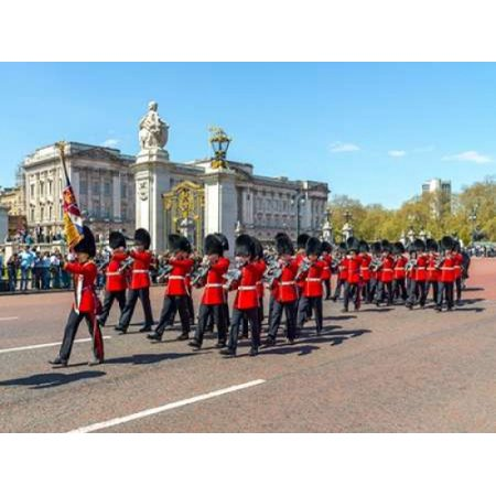 Buckingham 12 Light (Changing the Guard Buckingham Palace London Stretched Canvas - Assaf Frank (9 x 12) )