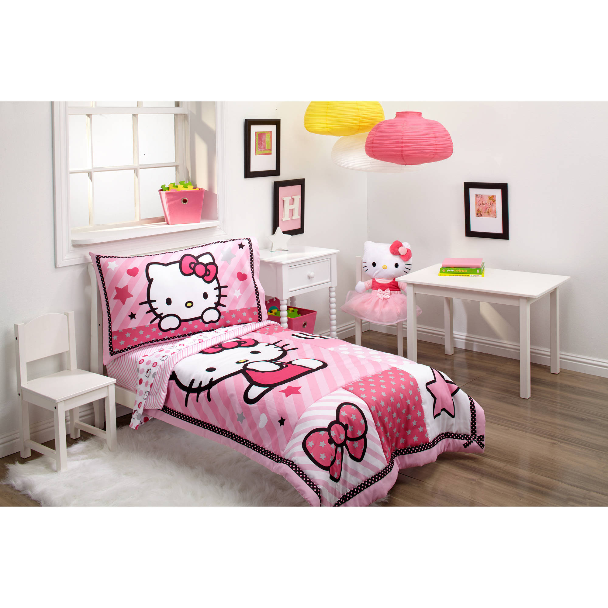 Hello Kitty Sweetheart 3-Piece Toddler Bedding Set with BONUS Matching Pillow Case