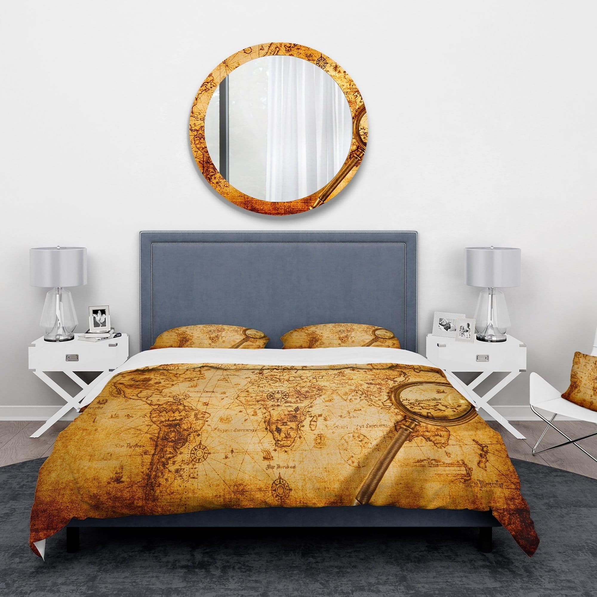 DESIGN ART Designart 'Magnifying Glass on World Map' Abstract Bedding Set - Duvet Cover & Shams