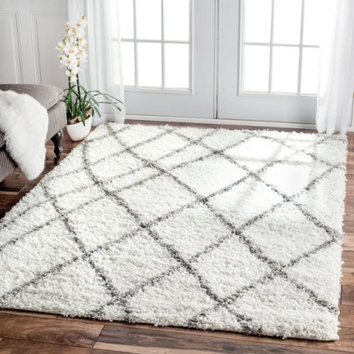 nuLOOM Alexa My Soft and Plush Moroccan Trellis White/ Grey Easy Shag Rug (5'3 x 7'6) White
