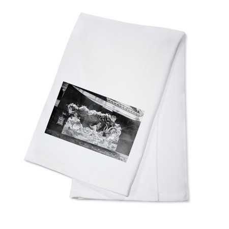 Portland, OR Parade Float Pearls of the Pacific Photograph (100% Cotton Kitchen Towel)](Cheap Parade Float Supplies)