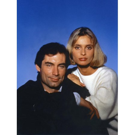 The Living Daylights by John Glen with Timothy Dalton (James Bond 007), Maryam D'Abo, 1987 (photo) Print Wall