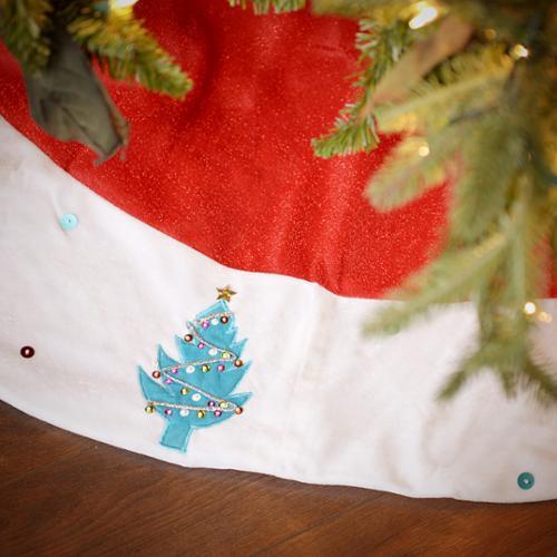 Seasons Designs 56 inch Red and White Velvet Christmas Tree Skirt with Multicolor Christmas Tree Border