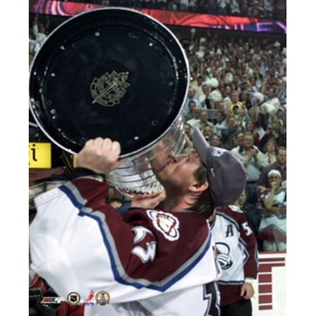 Patrick Roy - Kissing the Stanley Cup 6901 Sports - Kissing Photos