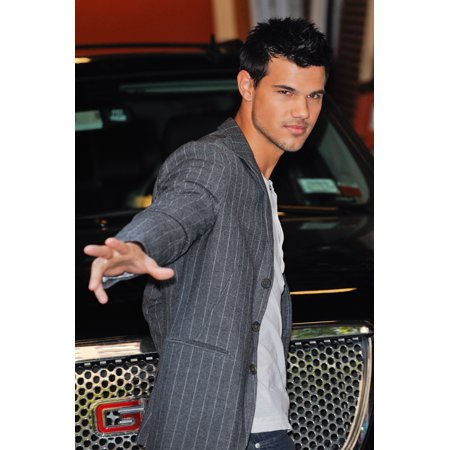 Taylor Lautner Leaves The Live With Regis And Kelly Taping At The Abc Lincoln Center Out And About For Celebrity Candids - Wed  New York Ny November 9 2011 Photo By Ray TamarraEverett Collection Celeb (Regis And Kelly)