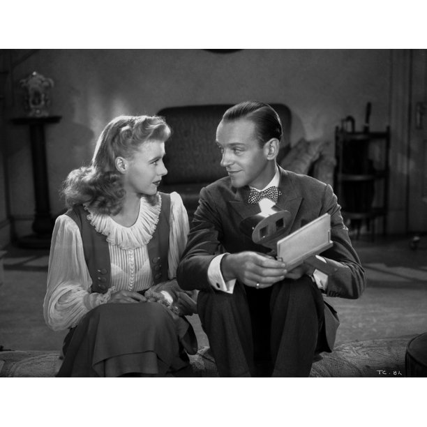 Fred Astaire And Ginger Rogers Talking Intimately From Movie Scene Photo Print Walmart Com Walmart Com