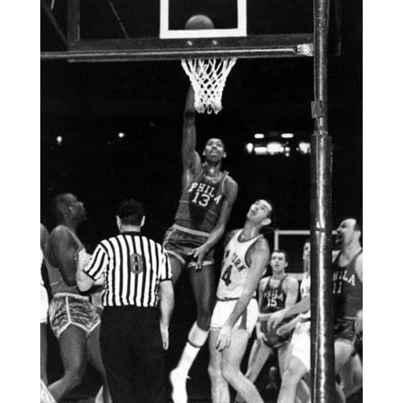 Wilt Chamberlain playing basketball Photo Print (Wilt Chamberlain Basketball Player)