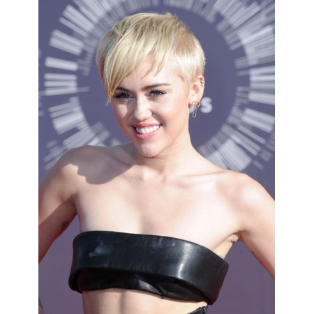 Miley Cyrus At Arrivals For Mtv Video Music Awards  Vma  2014   Part 2 Canvas Art     16 X 20