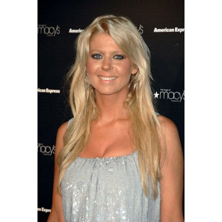 Tara Reid Inside For MacyS Passport 2008 Gala Fashion And Compassion Canvas Art -  (16 x 20)