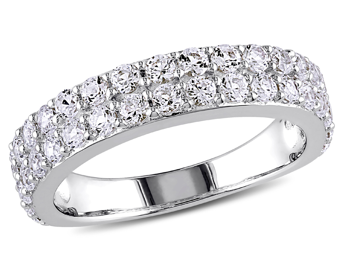 Created Synthetic White Sapphire 1 1/2 Carat (ctw) Anniversary Ring Band In  Sterling Silver