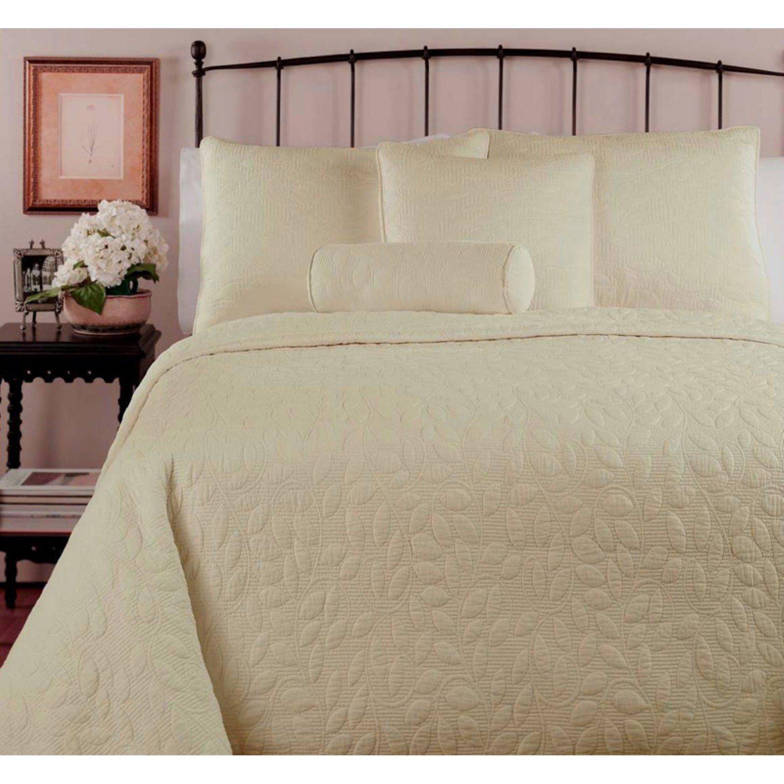 Leafy Floral Matelasse 3 Piece Bedspread Set by Tache Home Fashion