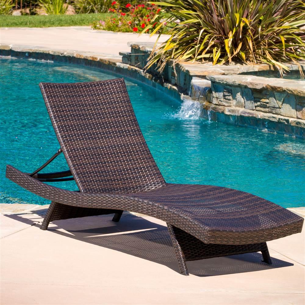 Outdoor Wicker Lounge
