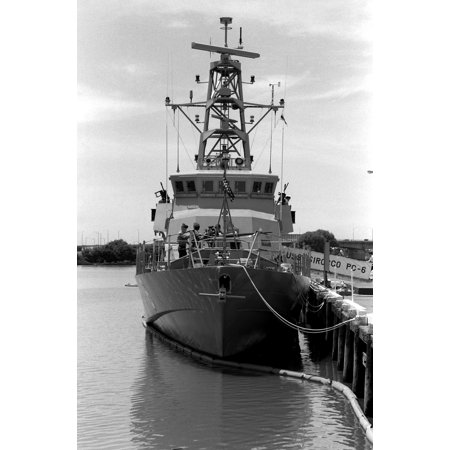 Canvas Print A bow on view of the coastal patrol boat USS SIROCCO (PC-6) tied up at pier one at the Washington Na Stretched Canvas 10 x 14 ()
