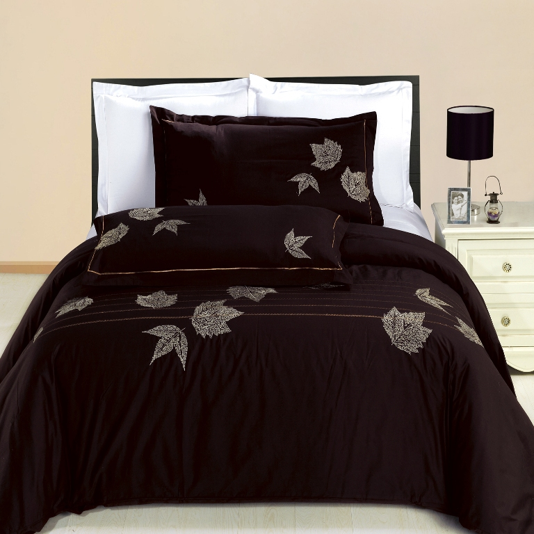 Newbury Embroidered Cotton 3-Piece Includes One Duvet Cover And Two Shams Set