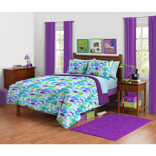 your zone mod squares Reversible Comforter set