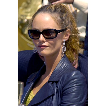 Vanessa Paradis At The Press Conference For Handprint & Footprint Ceremony For Johnny Depp GraumanS Chinese Theatre Los Angeles Ca September 16 2005 Photo By David LongendykeEverett Collection Celebri](Hand And Footprint Art For Halloween)