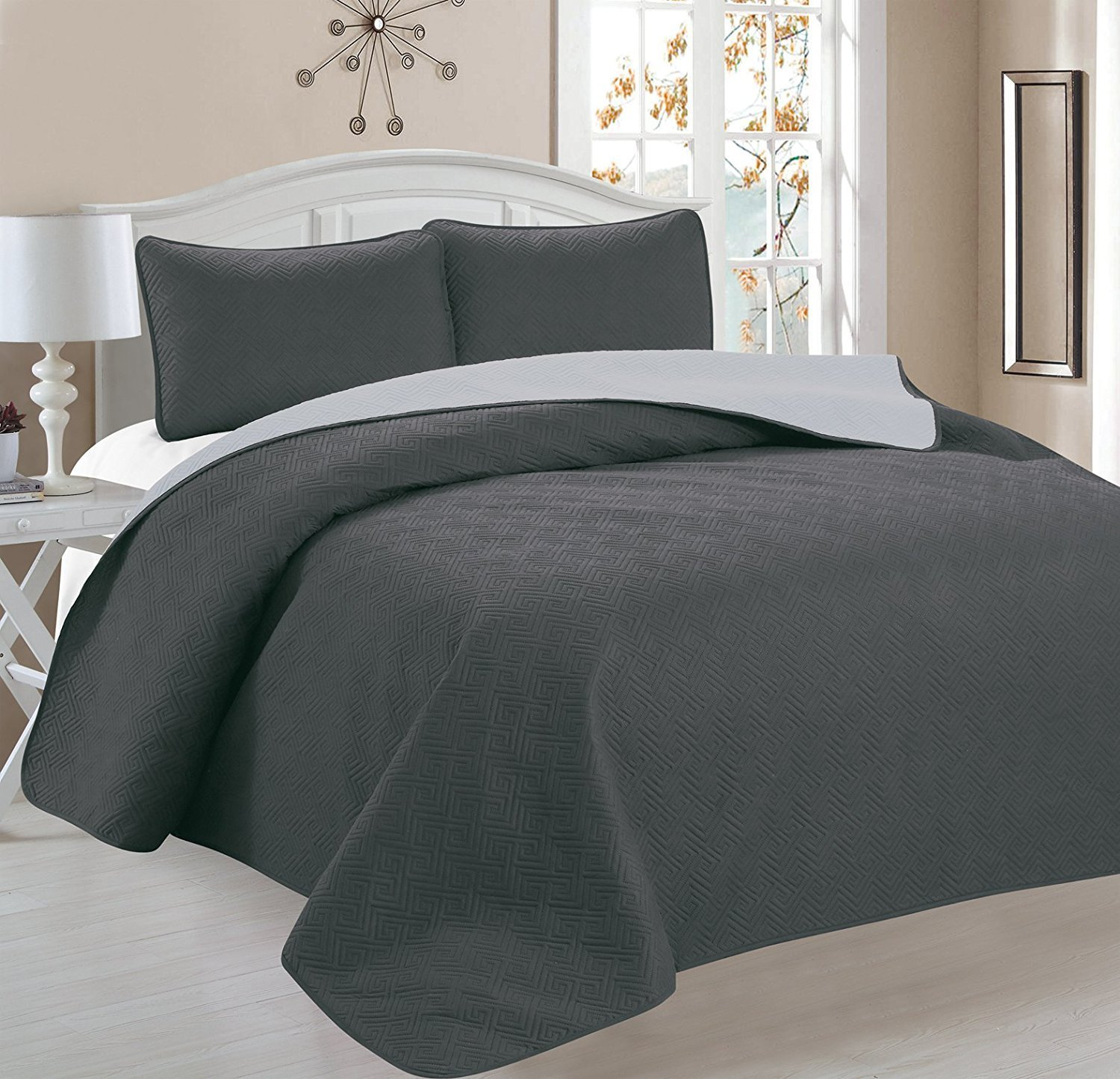 Deluxe Greek Design Reversible 3pc Coverlet Quilt Set BedSpread � KING Size � Grey Silver by