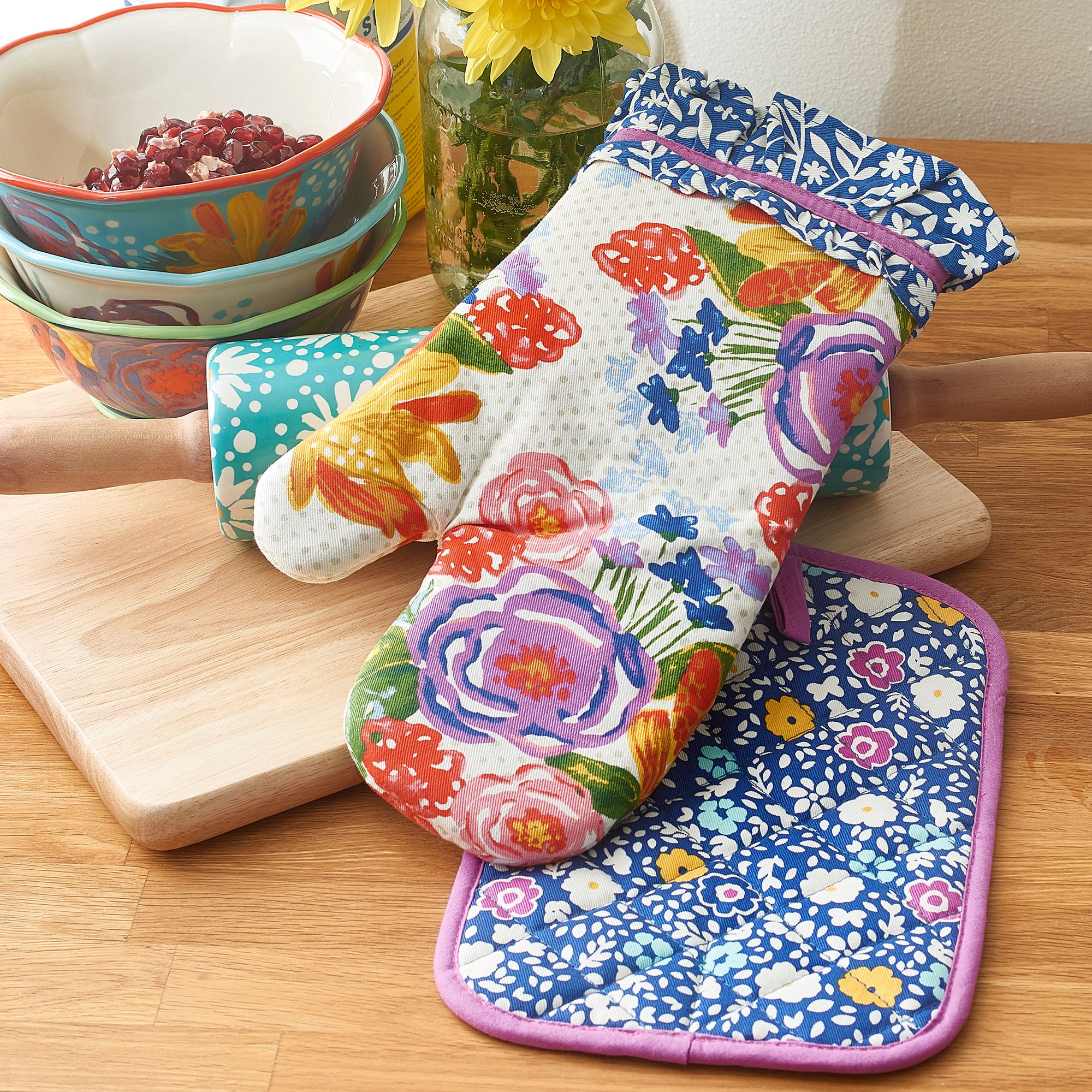 The Pioneer Woman Celia Oven Mitt & Pot Holder, Set of 2