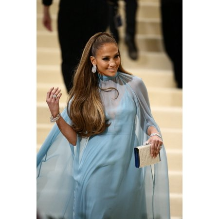 Jennifer Lopez At Arrivals For Rei Kawakubo & Comme Des Garcons Costume Institute Gala - Arrivals 1 Metropolitan Museum Of Art New York Ny May 1 2017 Photo By John NacionEverett Collection Celebrity](Des Photo D'halloween)