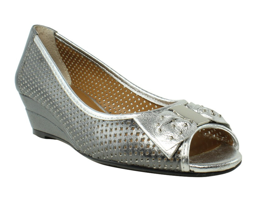 J. Renee Womens Pewter Silver Loafers & Moccasins Flats Size 8 New by J. Renee