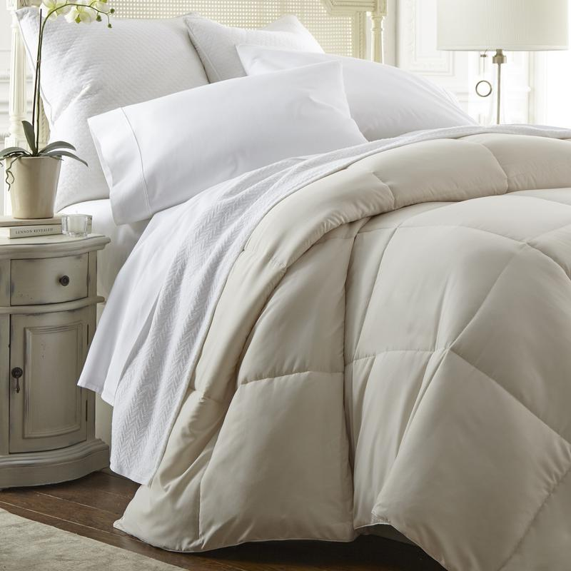 Noble Linens Super Plush Goose Down Alternative Comforter