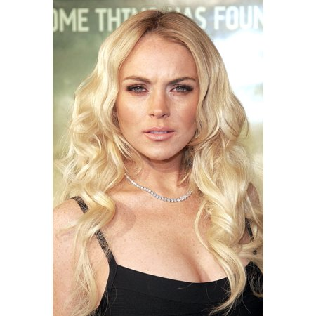 Lindsay Lohan At Arrivals For Cloverfield Premiere Canvas Art - (16 x 20)