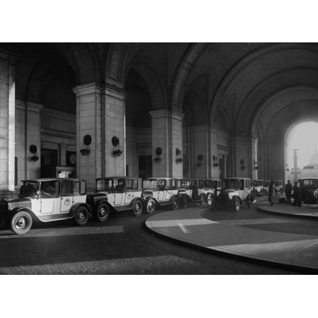 black and white taxi co standing at union station history. Black Bedroom Furniture Sets. Home Design Ideas