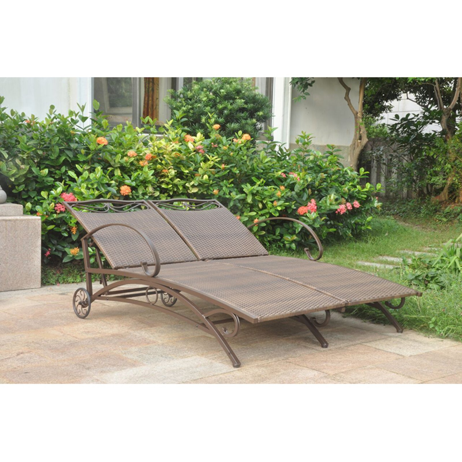 International Caravan Valencia Outdoor Wicker Double Chaise Lounge by