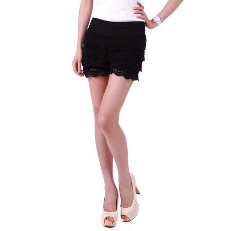 Women's Fitted Scallop Hem Crochet Lace Mini Shorts (Black, Small)