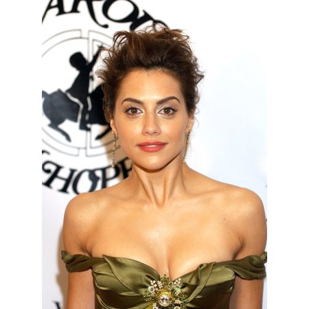 Brittany Murphy At The 16Th Annual Carousel Of Hope Gala To Benefit The Barbara Davis Center For Childhood Diabetes Rolled Canvas Art -  (8 x 10)